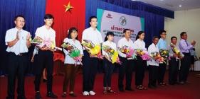 Trao thưởng Quỹ ươm mầm tài năng đất Quảng